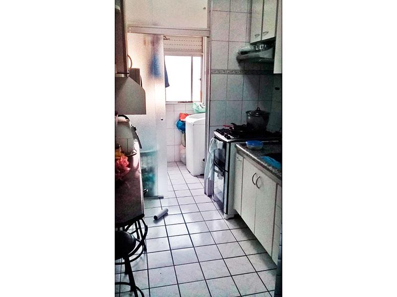 Sacomã, Apartamento Padrão-Cozinha com piso de cerâmica, gabinete, pia de granito e acesso a área de serviço.