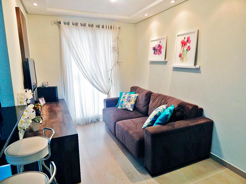 Sacomã, Apartamento Padrão-Sala com piso de cerâmica, teto com sanca de gesso, iluminação embutida e acesso a varanda.