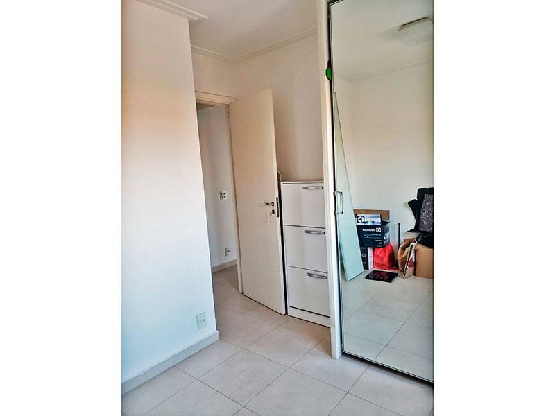 Sacomã, Apartamento Padrão-2º Quarto com piso de cerâmica, teto com moldura e gesso e armários planejados.