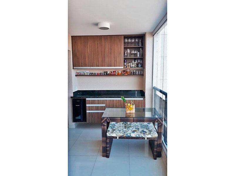 Ipiranga, Apartamento Padrão-Varanda com piso de cerâmica, teto com sanca, armários planejados, gabinete, pia de granito, fechamento de vidro e tela de proteção.