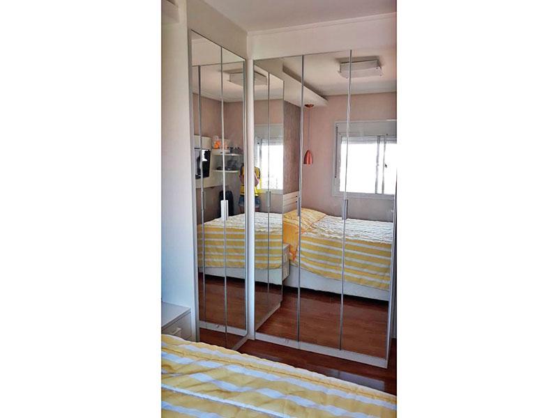 Ipiranga, Apartamento Padrão-Suíte com piso laminado, teto com sanca e armários planejados.