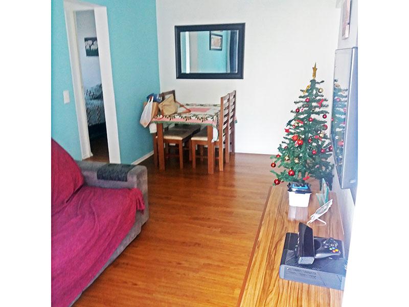 Sacomã, Apartamento Padrão-Sala com piso laminado e teto com sanda de gesso e acesso a varanda.
