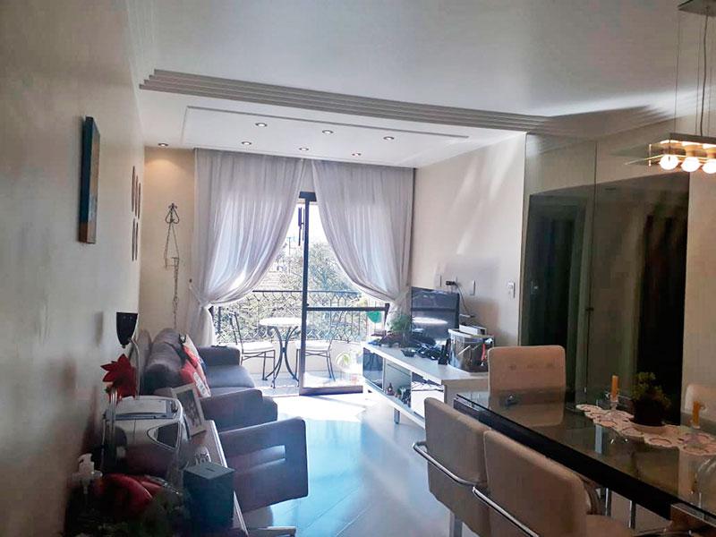 Jabaquara, Apartamento Padrão - Sala com piso laminado, teto com sanca de gesso, iluminação embutida e acesso a sacada.