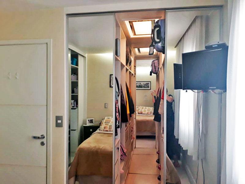 Jabaquara, Apartamento Padrão-Suíte com piso laminado, teto com sanca, iluminação embutida, armários planejados e closet.