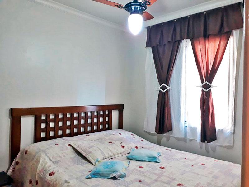 Sacomã, Apartamento Padrão-1º Quarto com piso de cerâmica e teto com moldura de gesso.