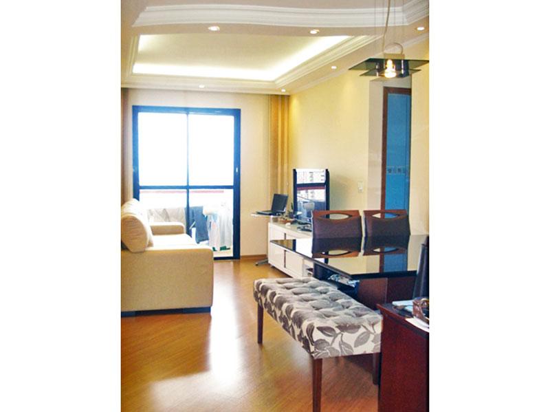 Sacomã, Apartamento Padrão - Sala com piso laminado, teto com sanca de gesso, iluminação embutida e acesso a varanda.