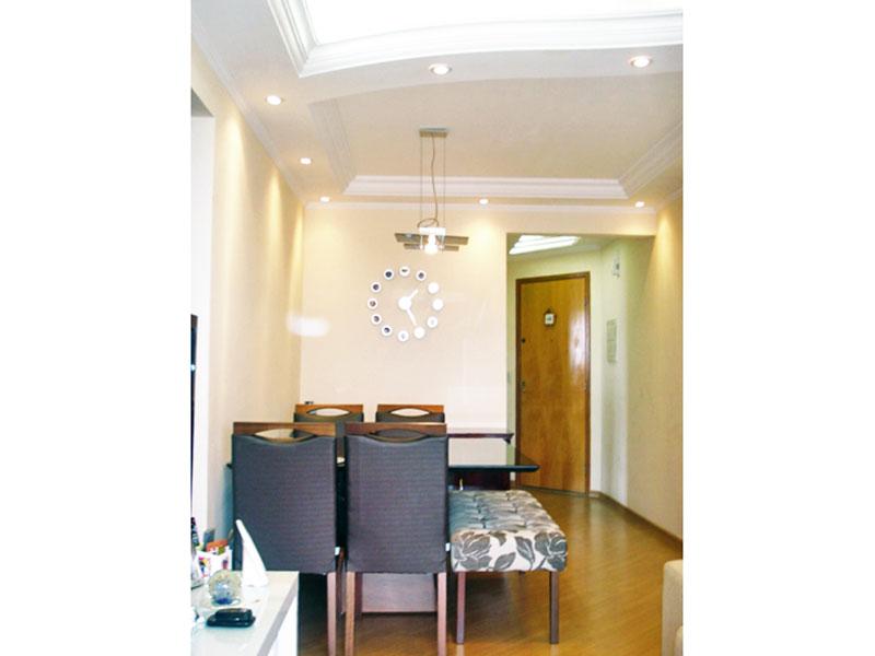 Sacomã, Apartamento Padrão-Sala com piso laminado, teto com sanca de gesso, iluminação embutida e acesso a varanda.