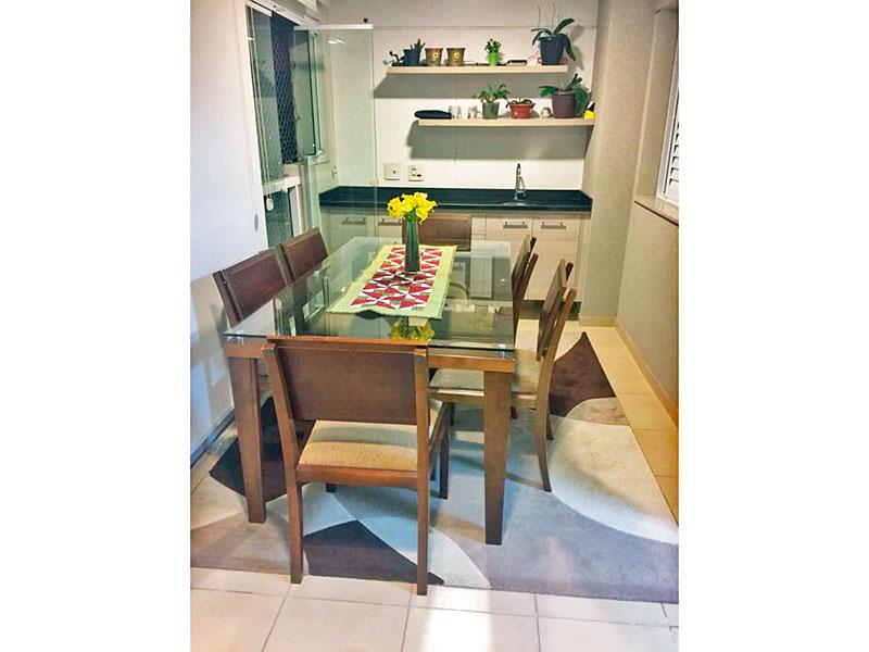 Jabaquara, Apartamento Padrão-Varanda gourmet com piso de cerâmica, gabinete, pia de granito, fechamento de vidro e tela de proteção.