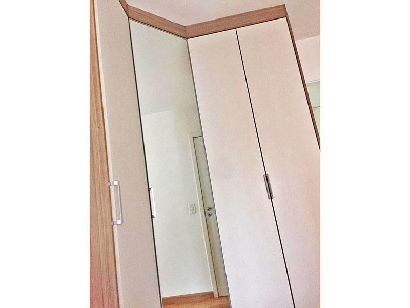 Jabaquara, Apartamento Padrão-1º Quarto com piso laminado, armários planejados e acesso a varanda gourmet.
