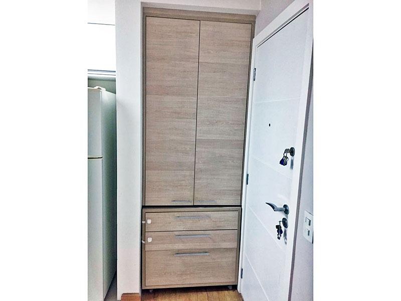 Jabaquara, Apartamento Padrão-Cozinha com piso de cerâmica, armários planejados e embutidos, gabinete, cooktop, pia de granito e acesso a área de serviço.