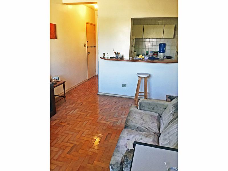 Ipiranga, Apartamento Padrão-Sala com piso de taco.