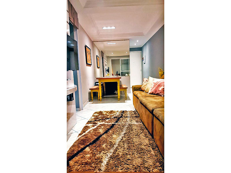Sacomã, Apartamento Padrão - Sala com piso de cerâmica, teto com sanca de gesso, iluminação embutida e acesso a varanda.