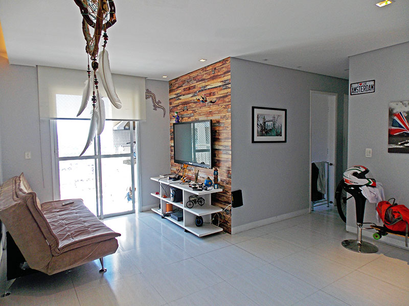 Sacomã, Apartamento Padrão - Sala em L com piso de cerâmica, teto com sanca de gesso, iluminação embutida e acesso a varanda gourmet.