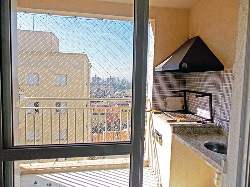 Sacomã, Apartamento Padrão-Varanda gourmet com piso de cerâmica, pia de mármore e tela de proteção.