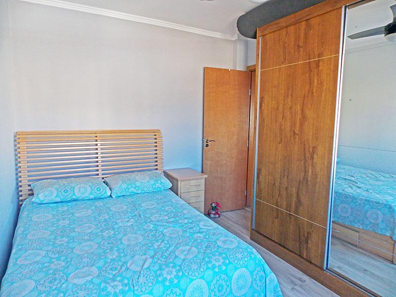 Ipiranga, Apartamento Padrão-1º Quarto com piso laminado e teto com moldura de gesso.