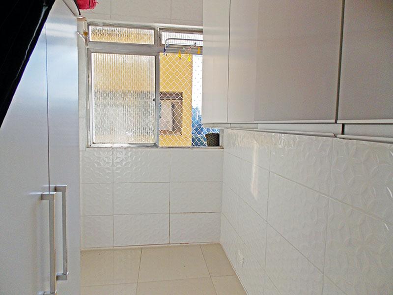 Ipiranga, Apartamento Padrão-Dependência de empregada com piso de porcelanato.