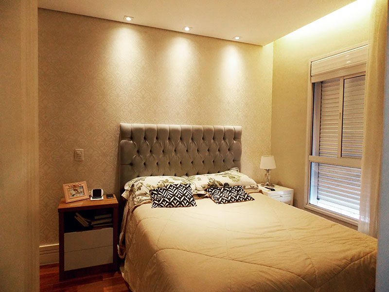 Ipiranga, Apartamento Padrão-Suíte com piso de tacão, teto com sanca, iluminação embutida e armários planejados.