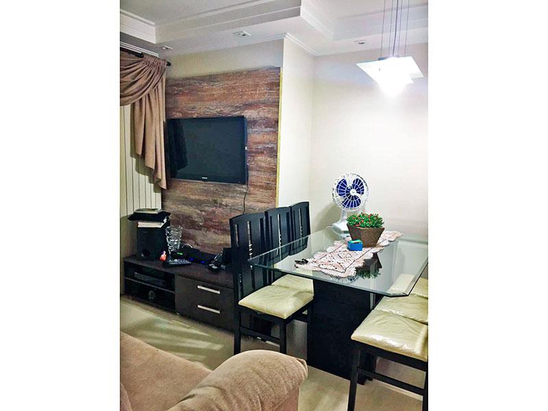 Sacomã, Apartamento Padrão - Sala em L com piso laminado, teto com sanca de gesso, iluminação embutida e acesso a varanda.