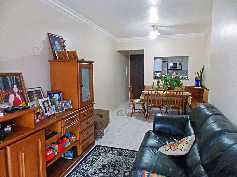 Ipiranga, Apartamento Padrão-Sala com piso de cerâmica, teto com moldura de gesso e acesso a varanda.