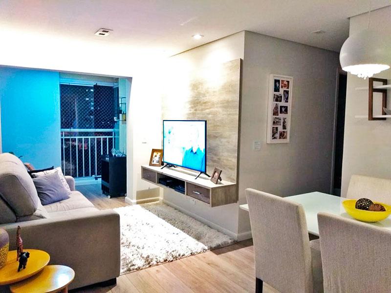 Sacomã, Apartamento Padrão - Sala em L  com piso de madeira, teto com sanca, iluminação embutida e acesso a sacada.