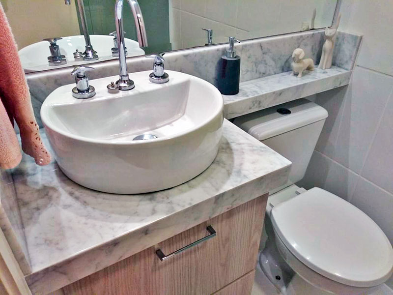 Sacomã, Apartamento Padrão-Banheiro da suíte com piso de cerâmica, gabinete, pia sobreposta e box de vidro.