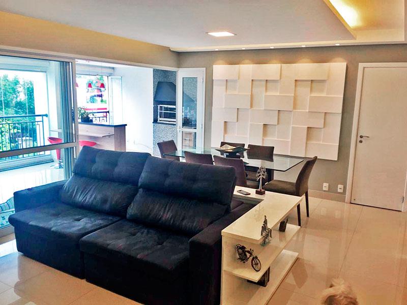 Ipiranga, Apartamento Padrão - Sala com piso de porcelanato, teto com sanca de gesso, iluminação embutida e acesso a varanda gourmet.