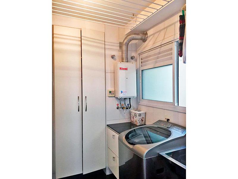 Ipiranga, Apartamento Padrão-Área de serviço com piso de porcelanato, armários embutidos e aquecedor de passagem.