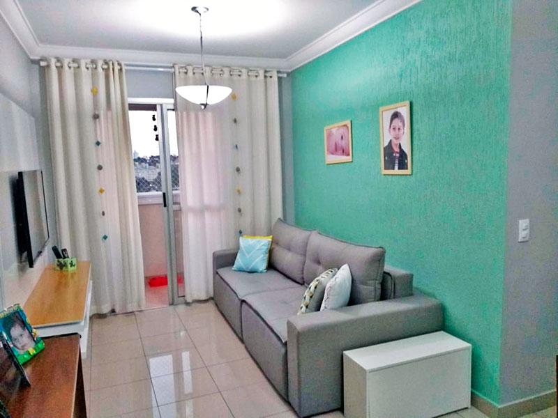 Sacomã, Apartamento Padrão - Sala em L com piso de porcelana, teto com moldura de gesso e acesso a sacada.