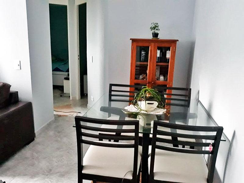 Jabaquara, Apartamento Padrão - Sala em L com piso de cerâmica, teto com moldura de gesso e acesso a varanda.