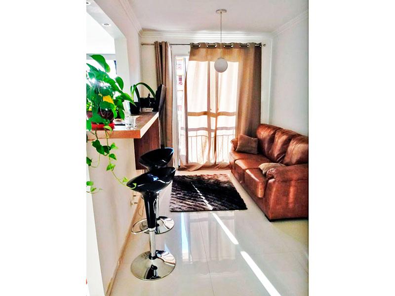 Sacomã, Apartamento Padrão - Sala com piso de porcelanato, teto com moldura de gesso, iluminação embutida e acesso a varanda.