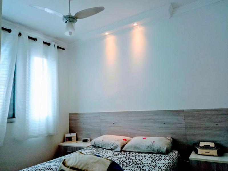 Sacomã, Apartamento Padrão-1º Quarto com piso laminado, teto com moldura de gesso e iluminação embutida.