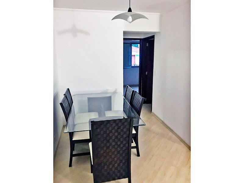 Jabaquara, Apartamento Padrão-Sala em L com piso laminado e teto com moldura de gesso.