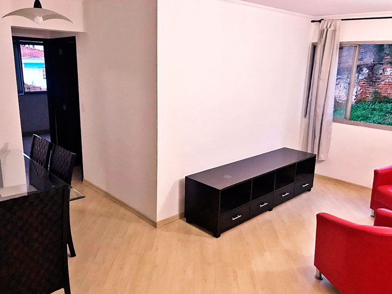 Jabaquara, Apartamento Padrão - Sala em L com piso laminado e teto com moldura de gesso.