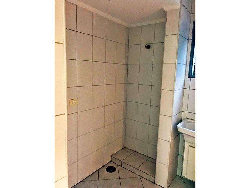 Jabaquara, Apartamento Padrão-Área de serviço ampliada (com o banheiro da área de serviço), com piso de cerâmica e teto com moldura de gesso.