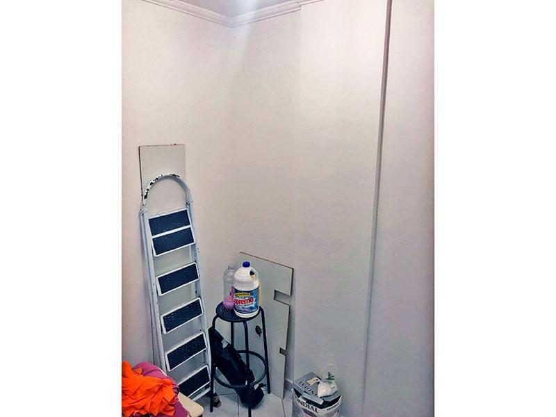 Jabaquara, Apartamento Padrão-Dependência de empregada com piso de cerâmica e teto com moldura de gesso.