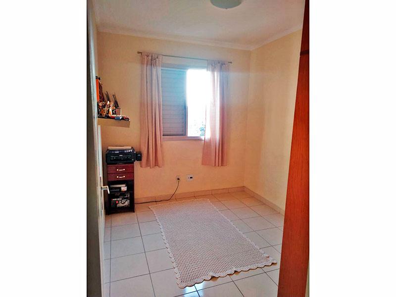 Sacomã, Apartamento Padrão-2º Quarto com piso de cerâmica, teto com moldura de gesso e armários planejados.