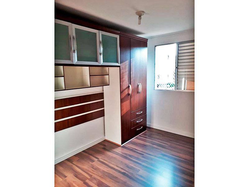 Jabaquara, Apartamento Padrão-1º Quarto com piso laminado e teto com moldura de gesso.