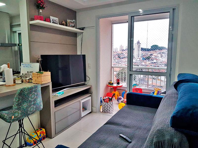 Jabaquara, Apartamento Padrão - Sala com piso de porcelanato, teto com sanca, iluminação embutida, armários embutidos e acesso a varanda.