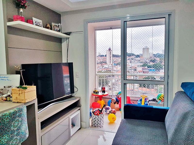 Jabaquara, Apartamento Padrão-Varanda com piso de cerâmica, fechamento de vidro e tela de proteção.
