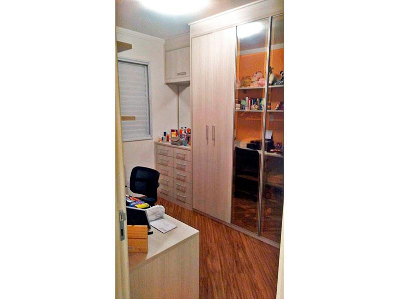 Ipiranga, Apartamento Padrão-2º Quarto com piso laminado, teto com moldura de gesso e armários planejados.