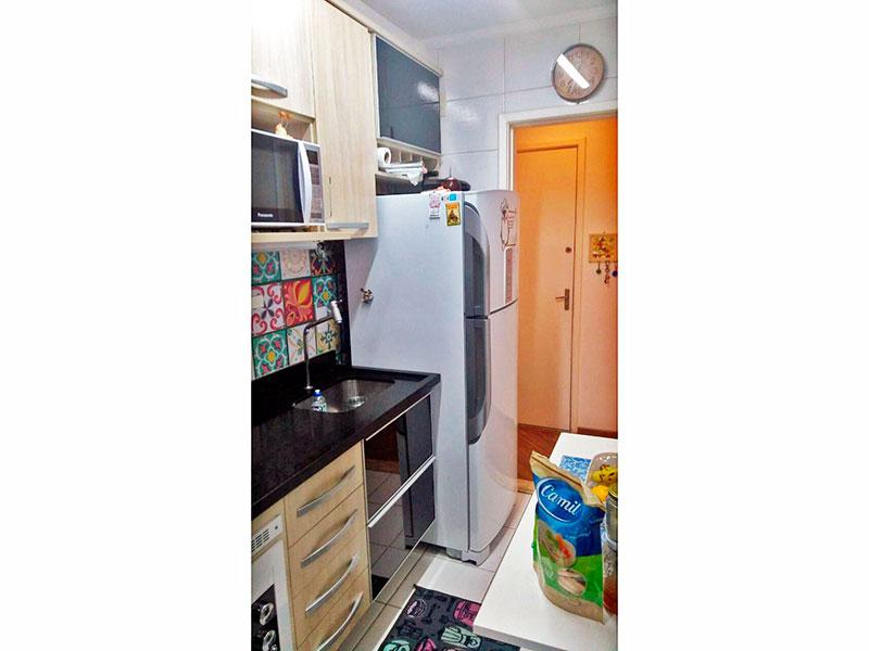 Ipiranga, Apartamento Padrão-Cozinha com piso de cerâmica, teto com moldura de gesso, gabinete, cooktop, pia de granito e acesso a área de serviço.
