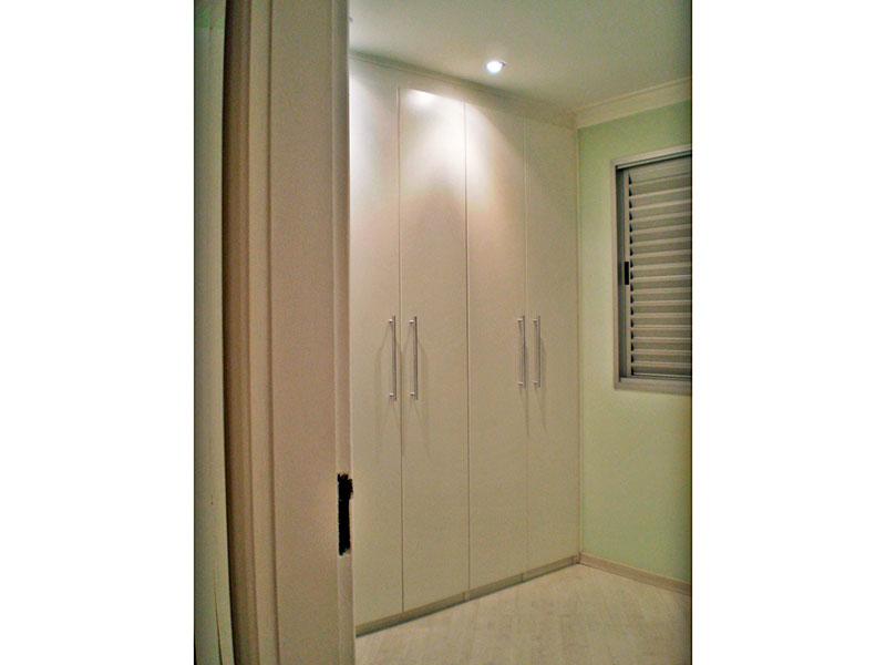 Sacomã, Apartamento Padrão-2º Quarto com piso laminado, teto com moldura de gesso, iluminação embutida e armários planejados.