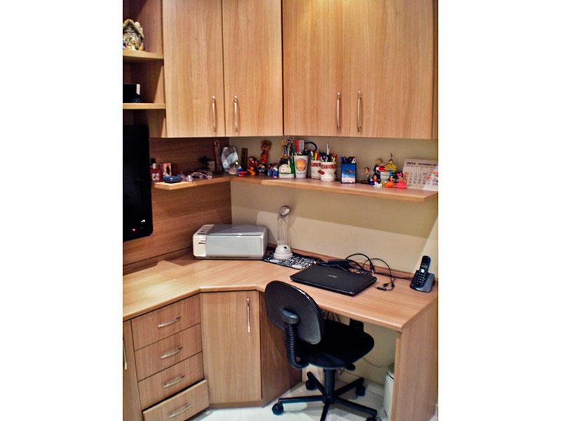 Sacomã, Apartamento Padrão-3º Quarto com piso laminado, teto com moldura de gesso, iluminação embutida e armários planejados.