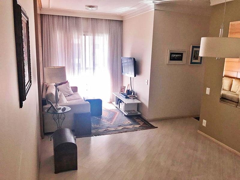 Ipiranga, Apartamento Padrão - Sala em L com piso laminado, teto com sanca de gesso e acesso a varanda.