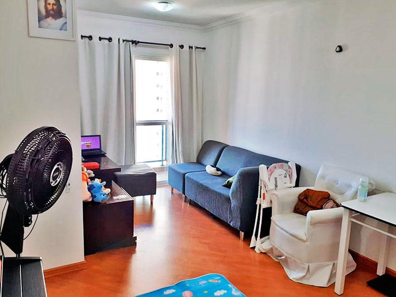 Ipiranga, Apartamento Padrão - Sala em L com piso laminado, teto com moldura de gesso e acesso a varanda.