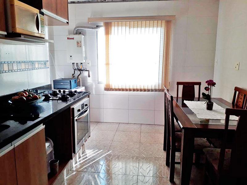 Sacomã, Apartamento Padrão-Cozinha com piso de cerâmica, armários planejados, gabinete, cooktop, pia de granito, aquecedor de passagem e acesso a área de serviço.