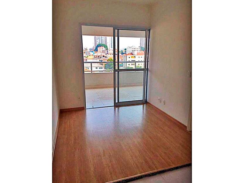 Ipiranga, Studio - Sala com piso laminado e acesso a varanda.