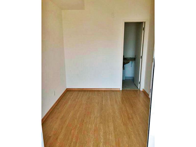 Ipiranga, Studio-Suíte com piso laminado e acesso a varanda.