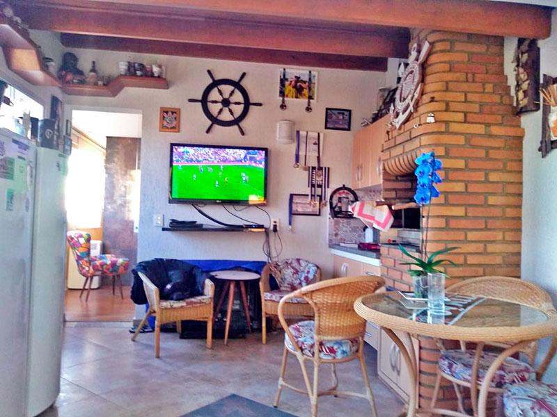 Sacomã, Cobertura-Varanda com piso de porcelanato, teto de madeira, iluminação embutida, gabinete, pia de granito, churrasqueira, fechamento de vidro e tela de proteção.