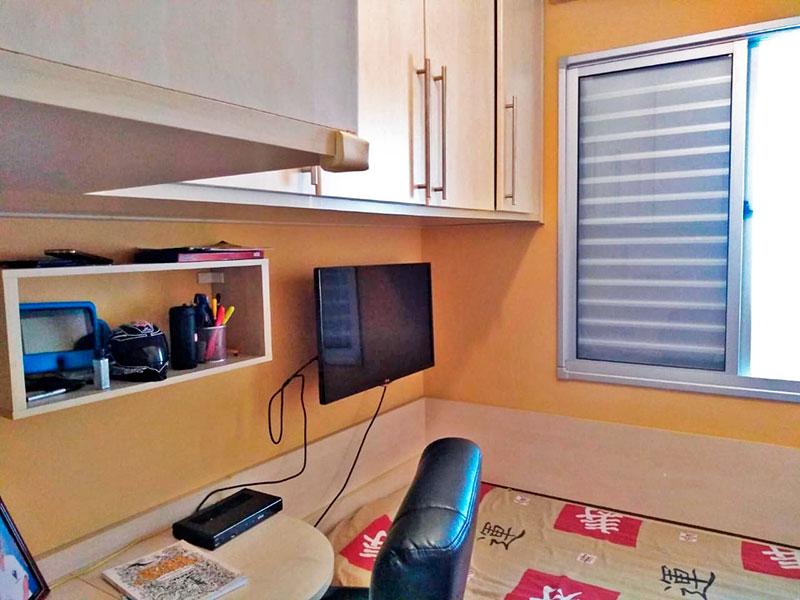 Sacomã, Cobertura-3º Quarto com piso laminado, teto com moldura de gesso e armários planejados.